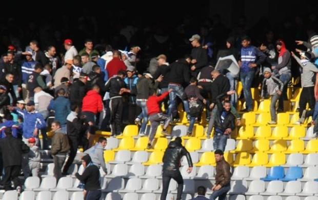 إصابة 10 عناصر أمنية وتكسير 450 كرسيا في أحداث الملعب الكبير بطنجة