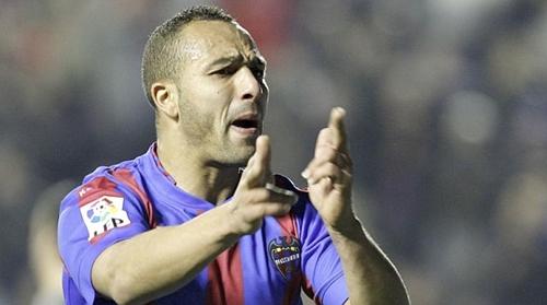المغربي الزهر يمدد عقده مع ليفانتي الإسباني لموسم واحد