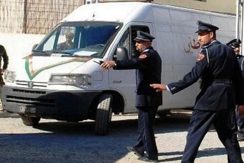 حملة ضد السيارات ذات الزجاج الداكن بطنجة تخلف اصطدامات بين الشرطة والمواطنين