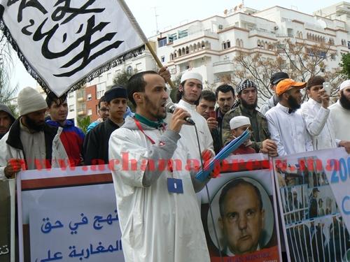 شيوخ السلفية الجهادية بطنجة يواصلون وقفاتهم للمطالبة بالإفراج عن المعتقلين الاسلاميين