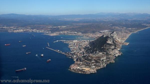 ارتفاع حدة التوتر بين إسبانيا وبريطانيا حول السيادة على المياه المحيطة بجبل طارق