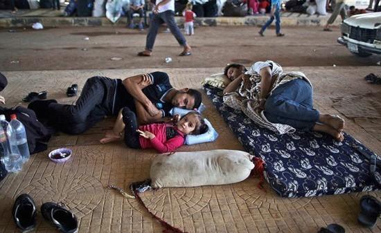 المغاربة منزعجون من قرارات وزارتي الأوقاف والداخلية بخصوص اللاجئين السوريين