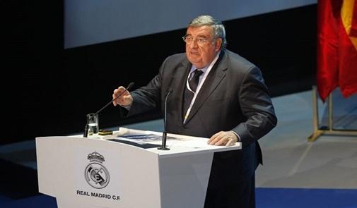 نائب رئيس ريال مدريد ينفي تدخل الريال في قرار الفيفا بشأن برشلونة