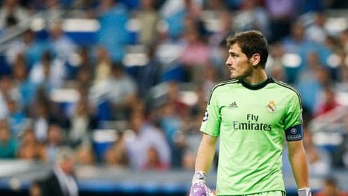 كاسياس يخالف لوائح ريال مدريد ويقود دراجة بخارية