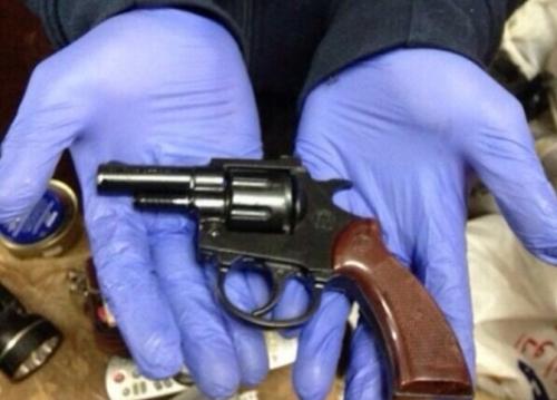 إيقاف مبحوث عنه بالاتجار في المخدرات وبحوزته مسدس صالح للاستعمال في تطوان