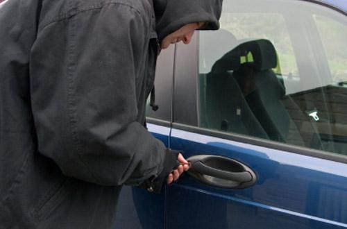 إحالة متخصص في سرقة محتويات السيارات على الوكيل العام بتطوان