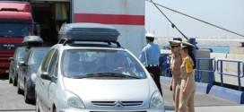 إدارة الجمارك تمنع المغاربة من قيادة السيارات المرقمة بالخارج