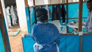 ارسال مئات الاف جرعات اللقاح ضد ايبولا في 2015 الى افريقيا