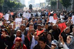 نقابات تدعو لإضراب والحكومة تحذر