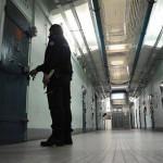 """السجن عشر سنوات لشرطي فرنسي اغتصب مغربية داخل """"الزنزانة"""""""