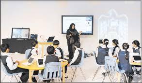 المغرب يطلق تجربة المدرسة الرقمية ويعتمد المحفظة الإلكترونية