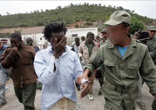أمن طنجة يشن حملات واسعة ضد المهاجرين الأفارقة