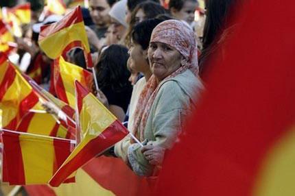 المغاربة على رأس المهاجرين المقيمين بصفة  قانونية بإسبانيا
