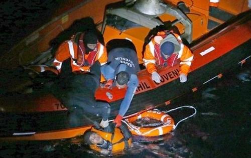 غرق 5 مهاجرين وفقدان 6 اخرين في حادث غرق قارب انطلق من شمال المغرب