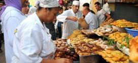 """مهن رمضانية """"صامدة"""" تشكل متنفسا اقتصاديا لبعض الأسر المغربية"""