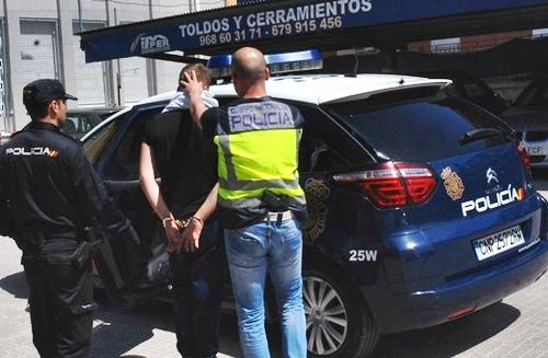 إيقاف مغربي لتهريب حشيش في ملابس بإسبانيا
