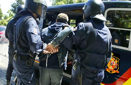 الأمن الاسباني يوقف مهاجر مغربي متورط في تصفية شخص بالرصاص
