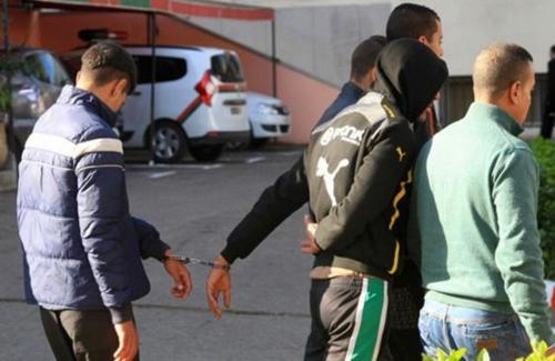 أمن طنجة توقف شخصين ظهرا في شريط فيديو وهما يقومان بالسرقة بالعنف