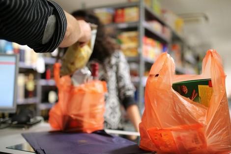 رئيس النيابة العامة يدعو الى تسريع تنفيذ أحكام قانون منع الأكياس البلاستيكية