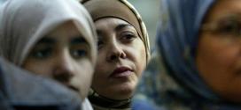 القضاء الإسباني يعوض موظفة مغربية بالمطار عوقبت لارتدائها الحجاب