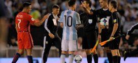 """""""الفيفا"""" يقرر إيقاف ميسي 4 مباريات لإهانته حكم بتصفيات المونديال"""