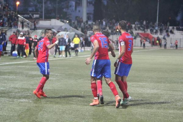 المغرب التطواني والراسينغ البيضاوي يكتفيان بالتعادل (1-1) في مباراة متكافئة