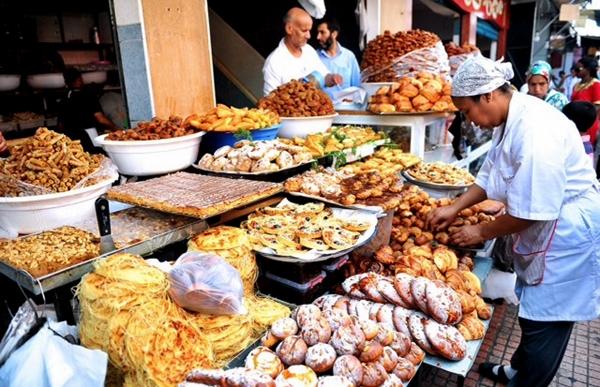 جمعية تطالب بتشديد المراقبة على جودة الخبز والحلويات بالأسواق خلال شهر رمضان