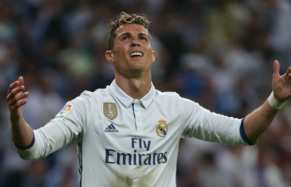 """""""كريستيانو رونالدو"""" يتخذ قرارا نهائيا بالرحيل عن ريال مدريد"""