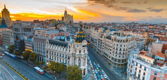 المغاربة يتربعون على لائحة معاملة بيع وشراء العقار من الأجانب بإسبانيا