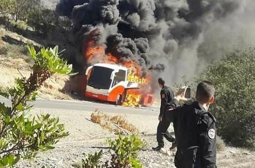 حريق مهول يأتي على حافلة للنقل المسافرين بالحسيمة
