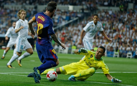 """الاتحاد الإسباني يغير موعد """"الكلاسيكو"""" بين برشلونة وريال مدريد"""