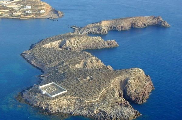 الجيش الاسباني ينفي القيام بأشغال فوق جزر الحسيمة