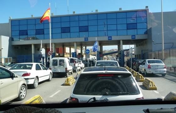 السلطات الاسبانية تتخذ إجراءات جديدة في حق السيارات القادمة من سبتة نحو المغرب