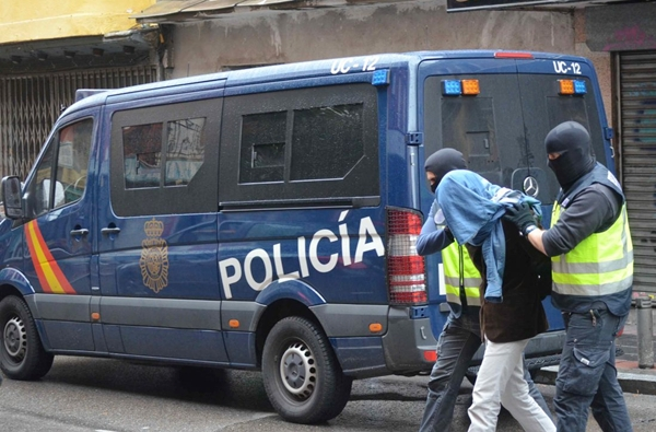 السلطات الإسبانية ترحل إمامين مغربيين لاتهامهما بتهديد أمنها القومي