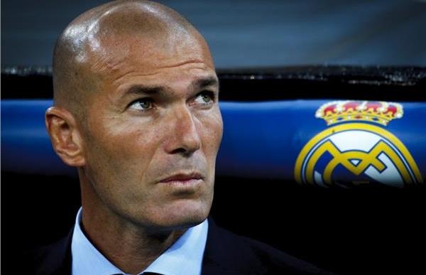 زيدان يفاجئ الجميع ويقرر مغادرة فريق ريال مدريد