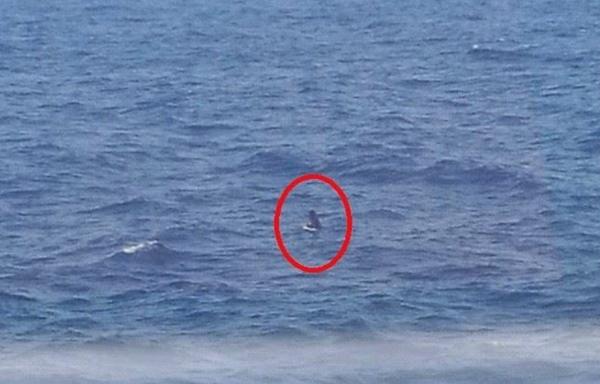 إنقاذ مهاجر مغربي حاول الوصول الى إسبانيا على متن لوحة تزلج