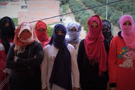 عاملات مغربيات يروين قصص التحرش بهن بالضيعات الإسبانية