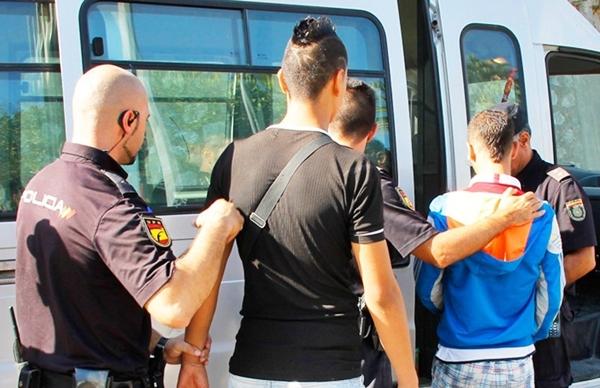 رشق سيارة للأمن يقود إلى توقيف قاصرين مغربيين بسبتة المحتلة