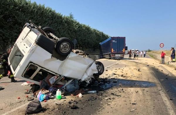 مصرع مغربيان في حادثة سير لعمال فلاحيين جنوب إيطاليا