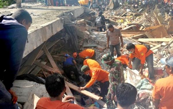 131 قتيلا وأكثر من 156 ألف مشرد حصيلة جديدة لضحايا زلزال إندونيسيا