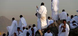 """""""ضيوف الرحمن"""" يتوافدون إلى صعيد عرفات لأداء ركن الحج الأعظم"""