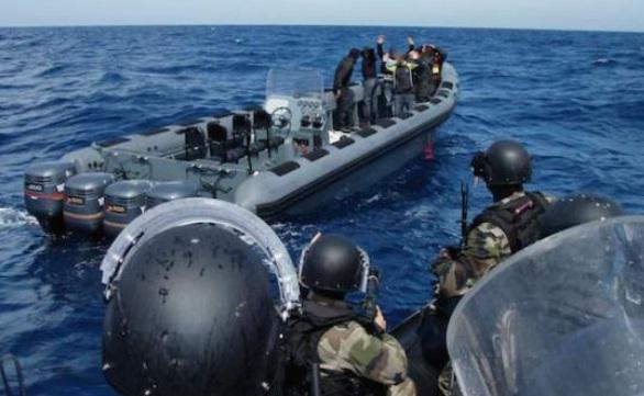 البحرية الملكية تكشف تفاصيل اطلاق النار على قارب كان يقل مهاجرين سريين