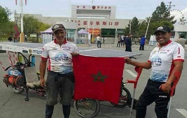 من طنجة إلى غوانزو.. مغربيان يصلان إلى الصين على متن دراجة تعمل بالطاقة الشمسية