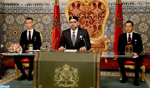 الملك يذكر بمساندة المغرب للثورة الجزائرية ويدعو إلى حوار مباشر وصريح