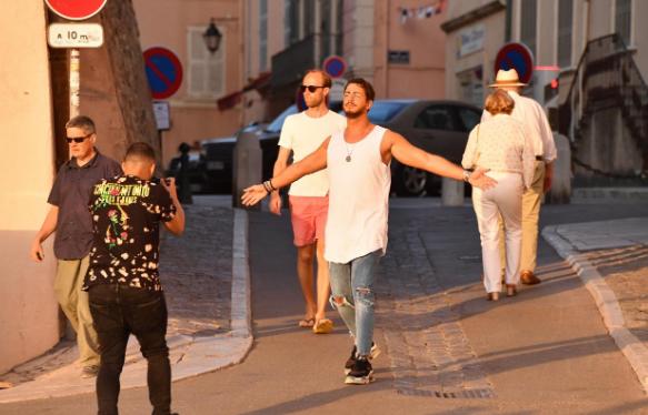 السلطات الفرنسية تفرج عن الفنان سعد لمجرد بشكل مؤقت