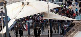 """تجار سبتة يطالبون بإعادة فتح معبر """"تراخال"""" في وجه متتهني التهريب خوفا من الافلاس"""