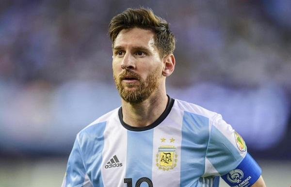 مدرب المنتخب الأرجنتيني يحسم مشاركة ميسي في ودية المغرب بطنجة