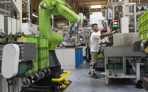 """مجموعة """"فاليو"""" الفرنسية لتصنيع أجزاء السيارات تفتتح مصنعا لها بطنجة"""