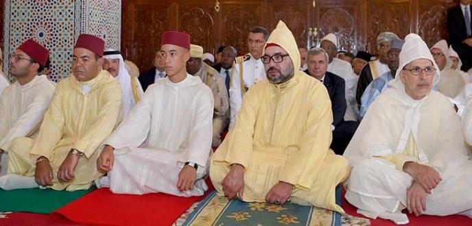 أمير المؤمنين يؤدي صلاة عيد الأضحى بتطوان ويتقبل التهاني بالمناسبة السعيدة