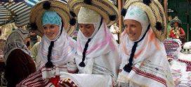 """""""الطرابق"""" و""""الشاشية"""" والمنديل .. لباس النساء الجبليات بشفشاون"""